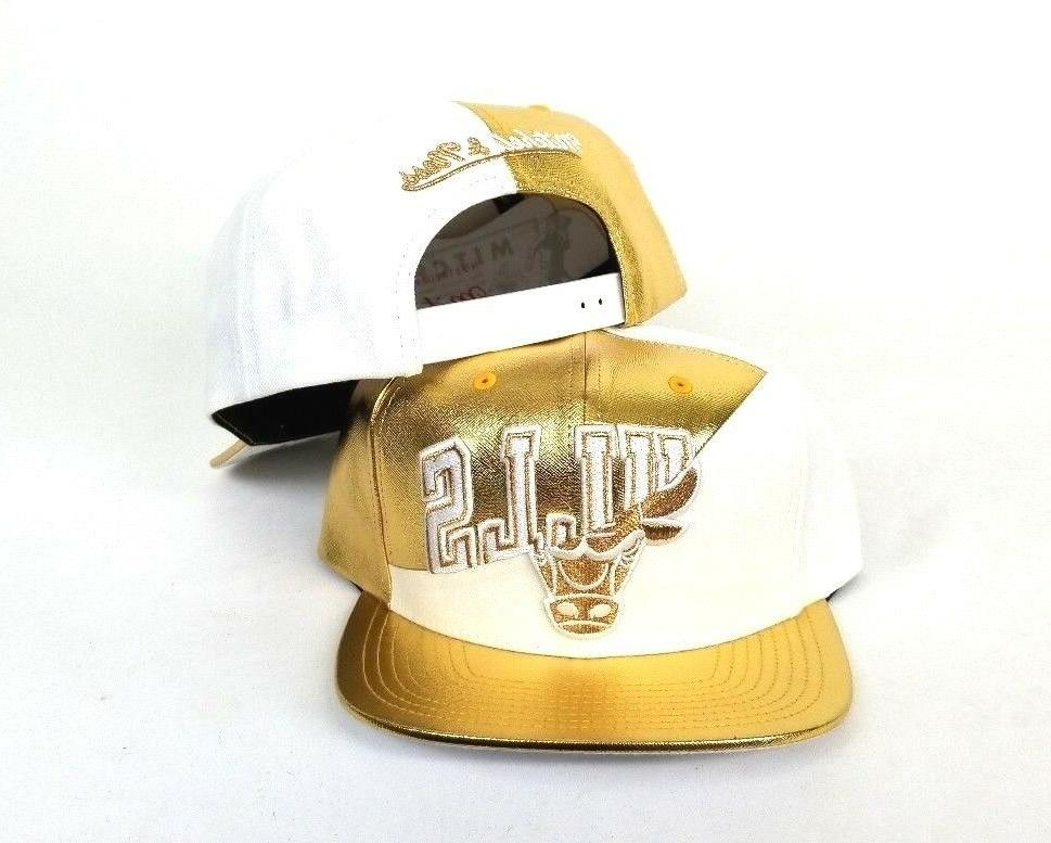 Exclusive Gold Mitchell & Ness Chicago snapback Hat