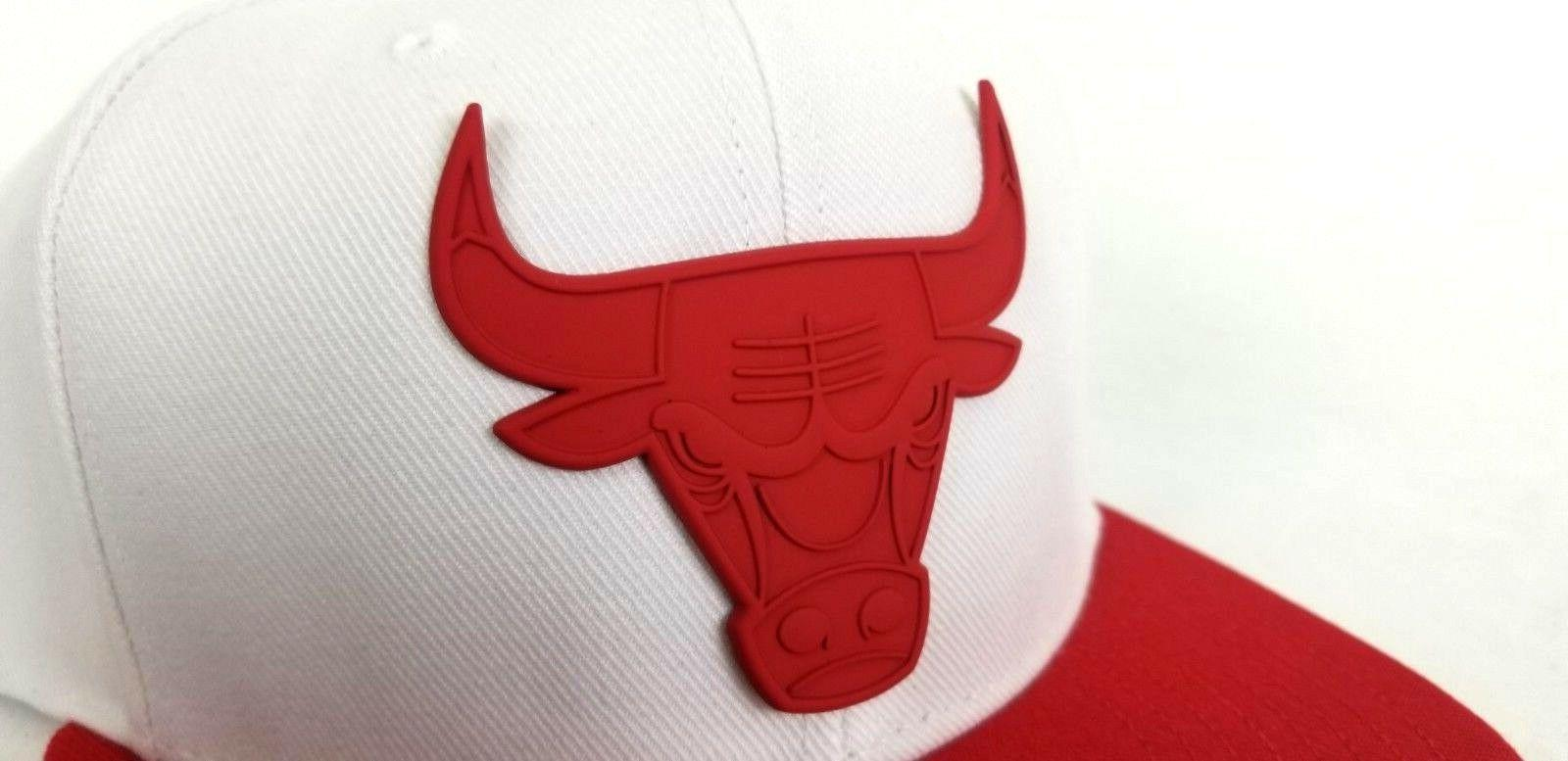 Mitchell Ness White / Badge Logo Hat Cap