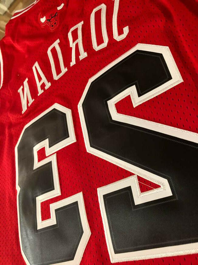 NWT Chicago Bulls Men's / Youth Throwback Red Jersey