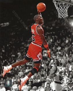 MICHAEL JORDAN DUNK 1990 CHICAGO BULLS 8X10 ACTION SPOTLIGHT